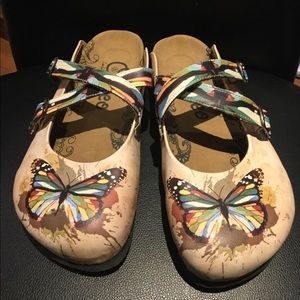 Calceo Colourful Butterflied Patterned Clogs